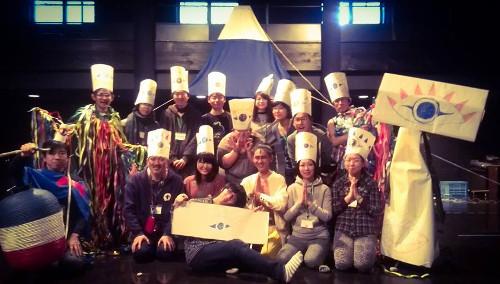 静岡から社会と芸術について考える合宿ワークショップ vol.3『フェスティバルと私→たち』 劇場キャラクターの「すぱっくん」を祀るフェスティバルを一緒に作った面々